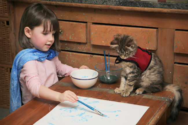 She is often joined by her therapy cat, Thula.